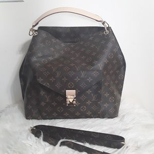 Louis Vuitton 16 x 11 x 5